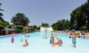 Swimming pools and water parks in and around Birmingham